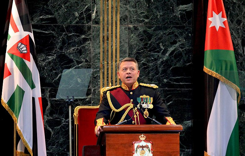 jordan_king_abdullahII_in_parliament_2010_800px_HH_11028484