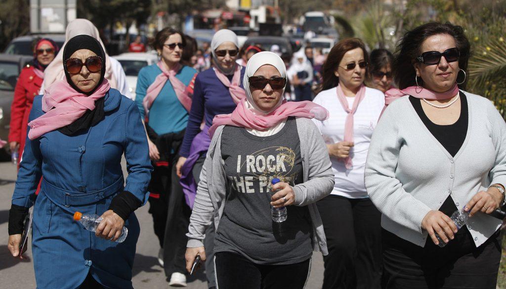 8f0c0612e «لا، أنا مش جبارة»: ناجيات من سرطان الثدي يروين قصصهن - 7iber | حبر