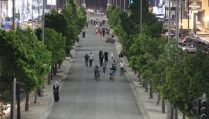 المشي في مسار الباص السريع